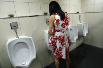 tranny-at-urinal